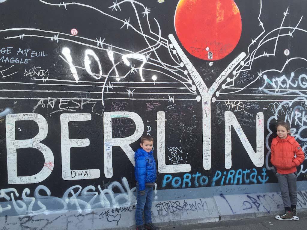 Samen op de foto bij het woord Berlin.