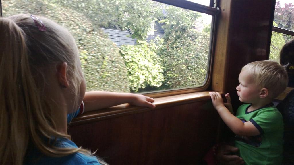 Met de historische trein.
