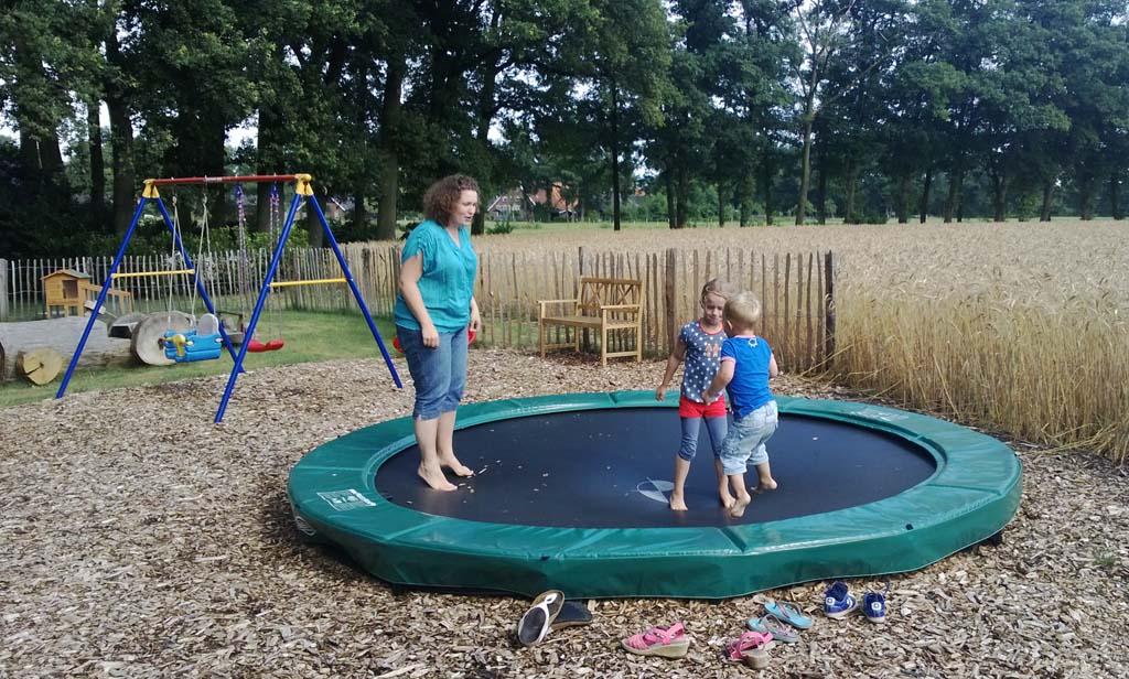 Plezier op de trampoline.
