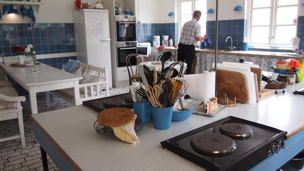 Een huiselijke keuken.