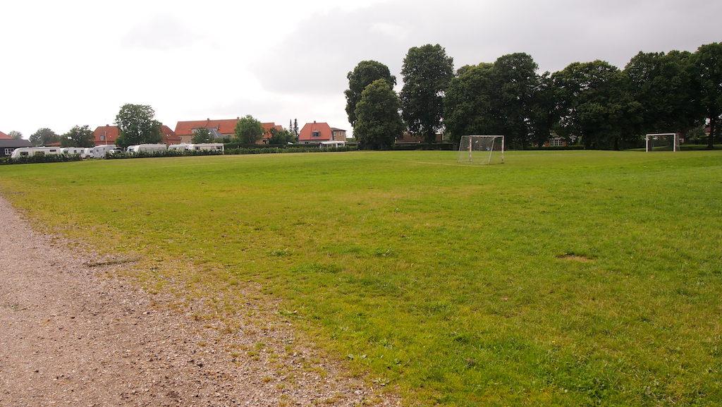Het voetbalveld.