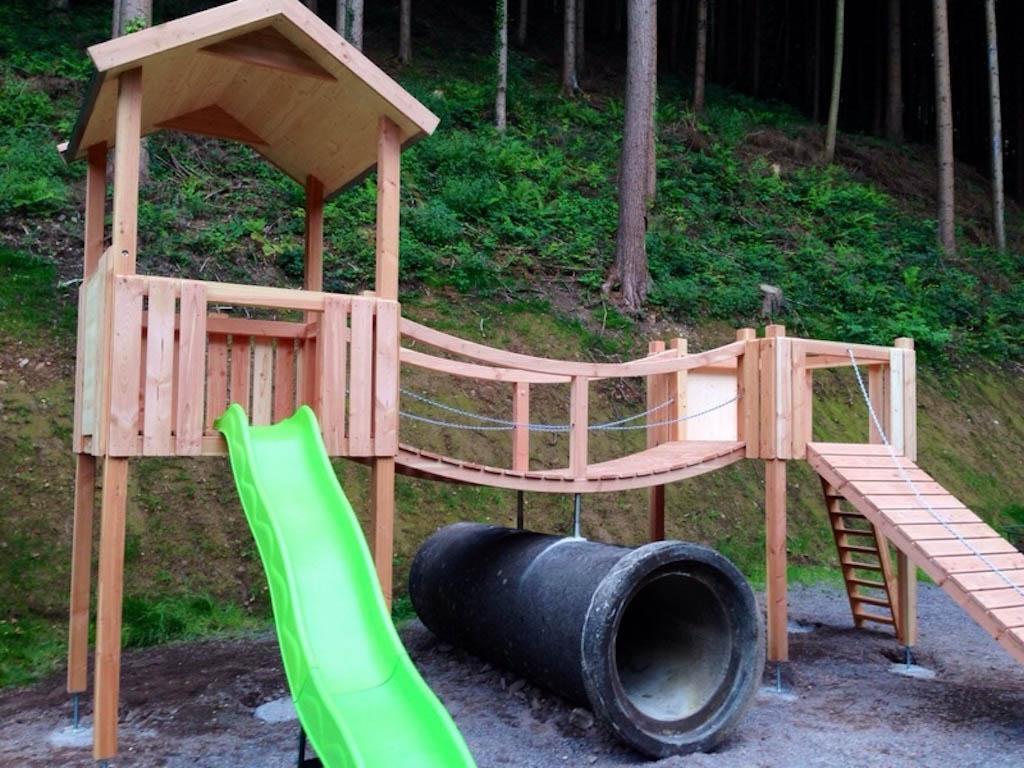 Het speeltoestel (foto: Hoferpeterhof)
