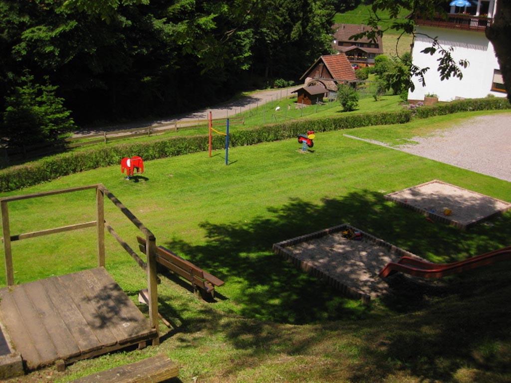 Het speelveld van bovenaf (foto: Hoferpeterhof)