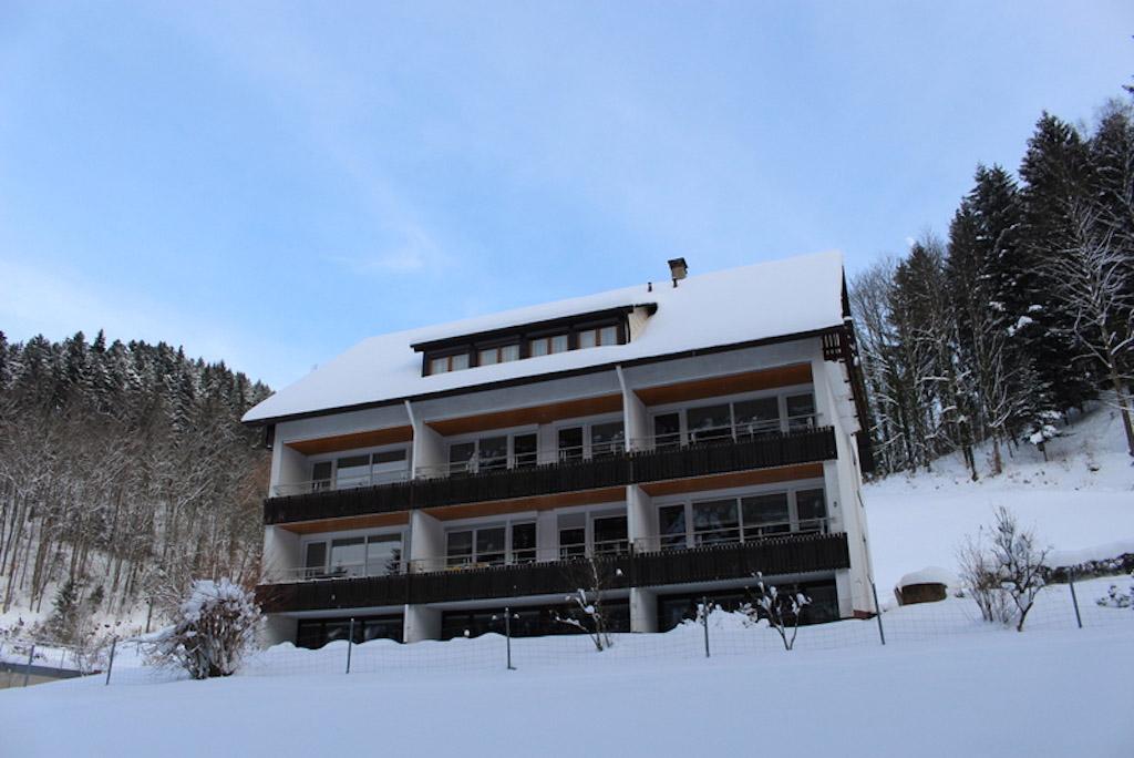 Ferienhaus in de winter (foto: Hoferpeterhof)