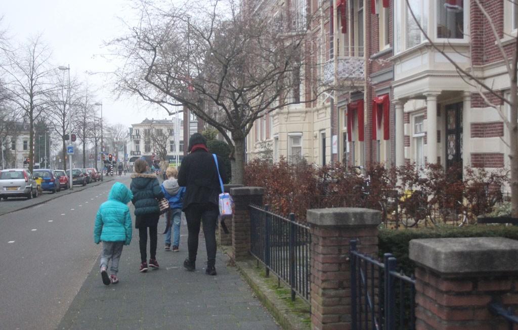 Met een korte en leuke wandeling ben je vanaf het hotel zo bij de bushalte.