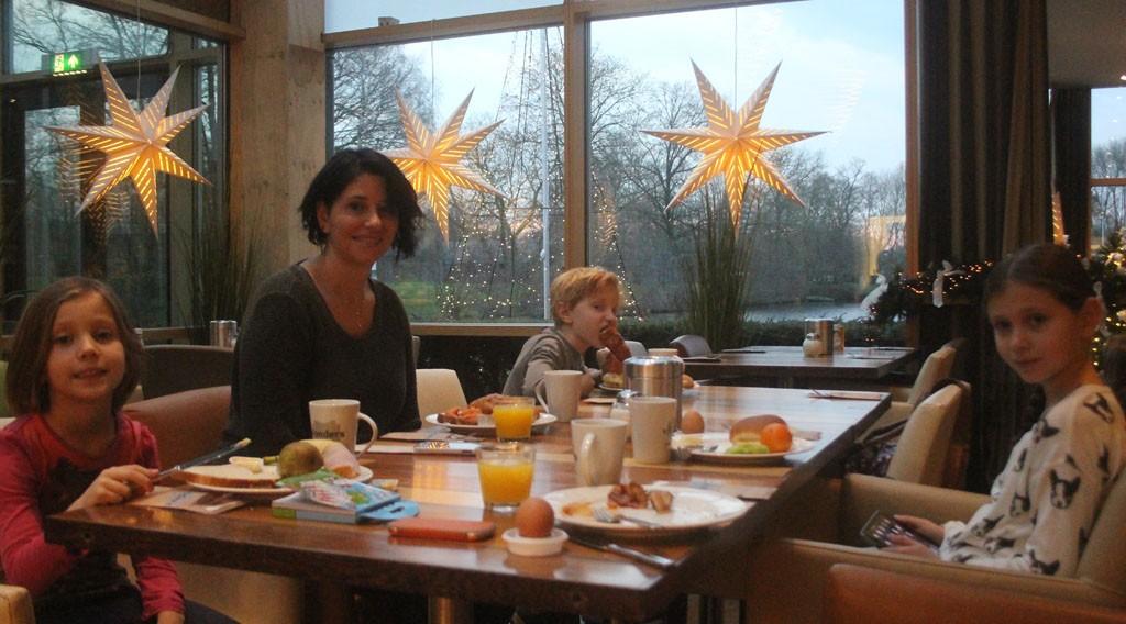 Genieten van het ontbijt in restaurant Vlonders.