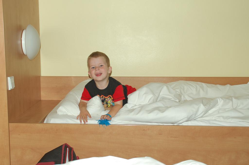 De heren zijn dol op slapen in een hotel.