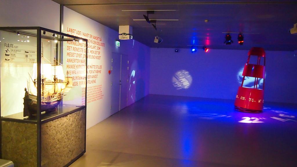 Licht zorgt voor een bijzondere sfeer in het museum.