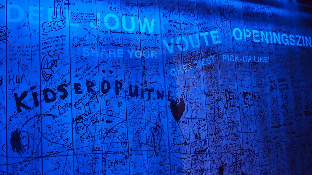 KidsErOpUit op de muur schrijven. Nu mag het een keer.