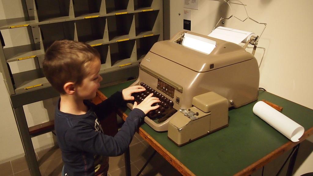 Tikken op de telex machine.