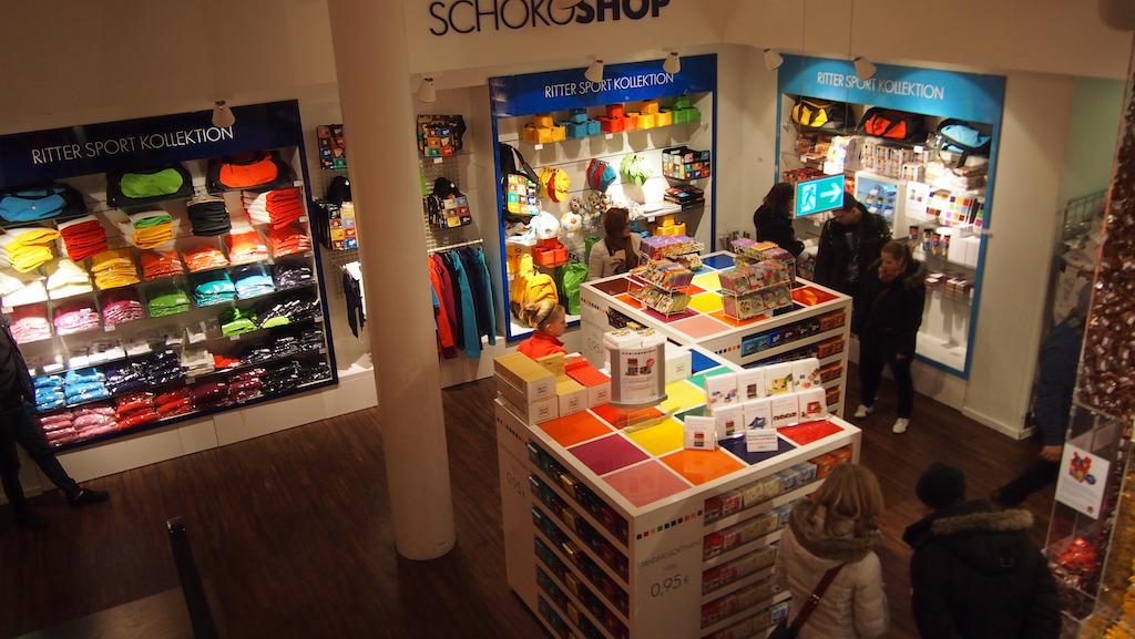 Een deel van de winkel van bovenaf.