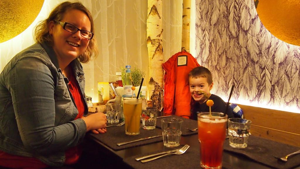 Lekker eten en drinken bij Hans im Gluck.