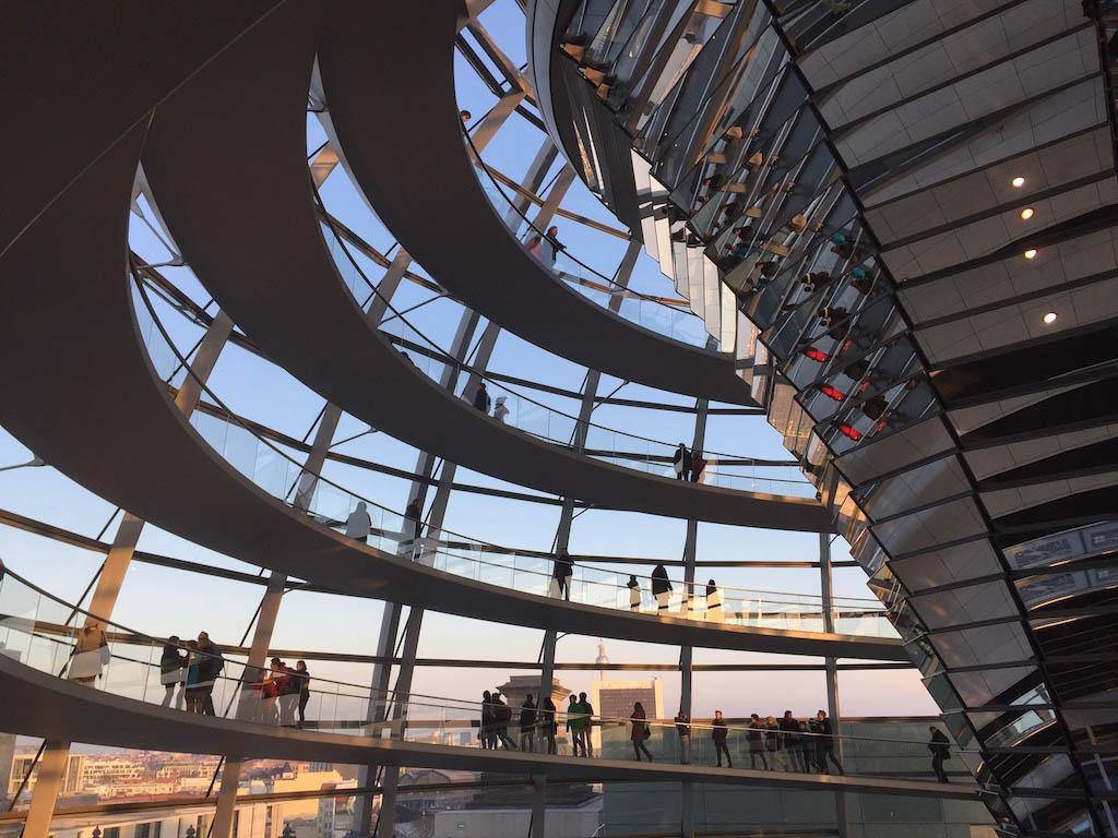 Aanrader: de glazen koepen van de Reichstag beklimmen.