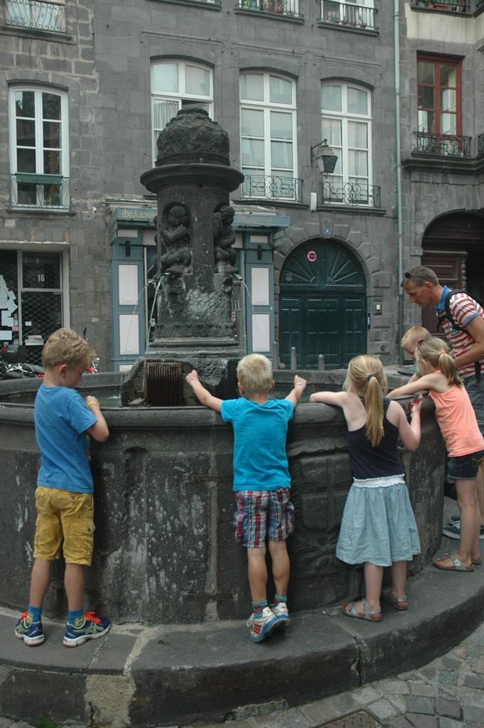 De ene na de andere fontein moet bekeken worden.