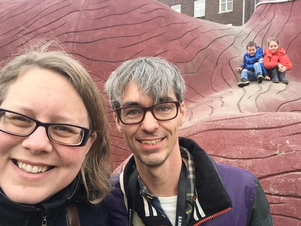 Family-selfie bij het Feestaardvarken.