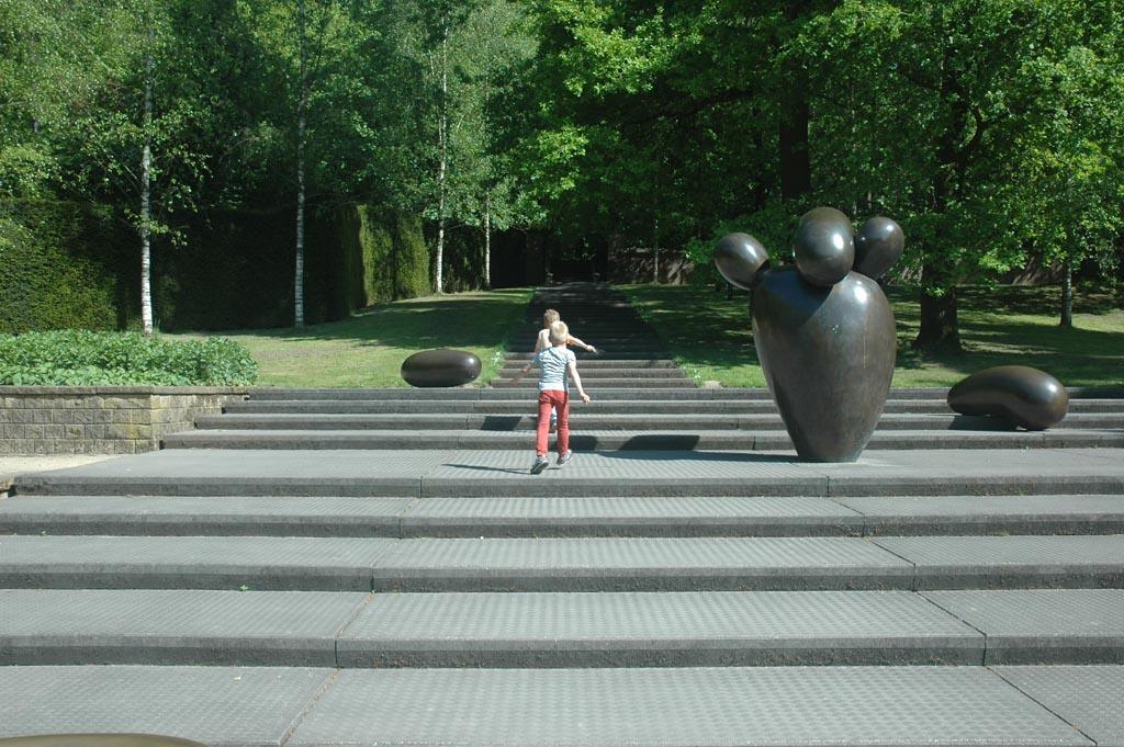 Sonsbeek is erg uitnodigend om te spelen (foto: Suzanne).