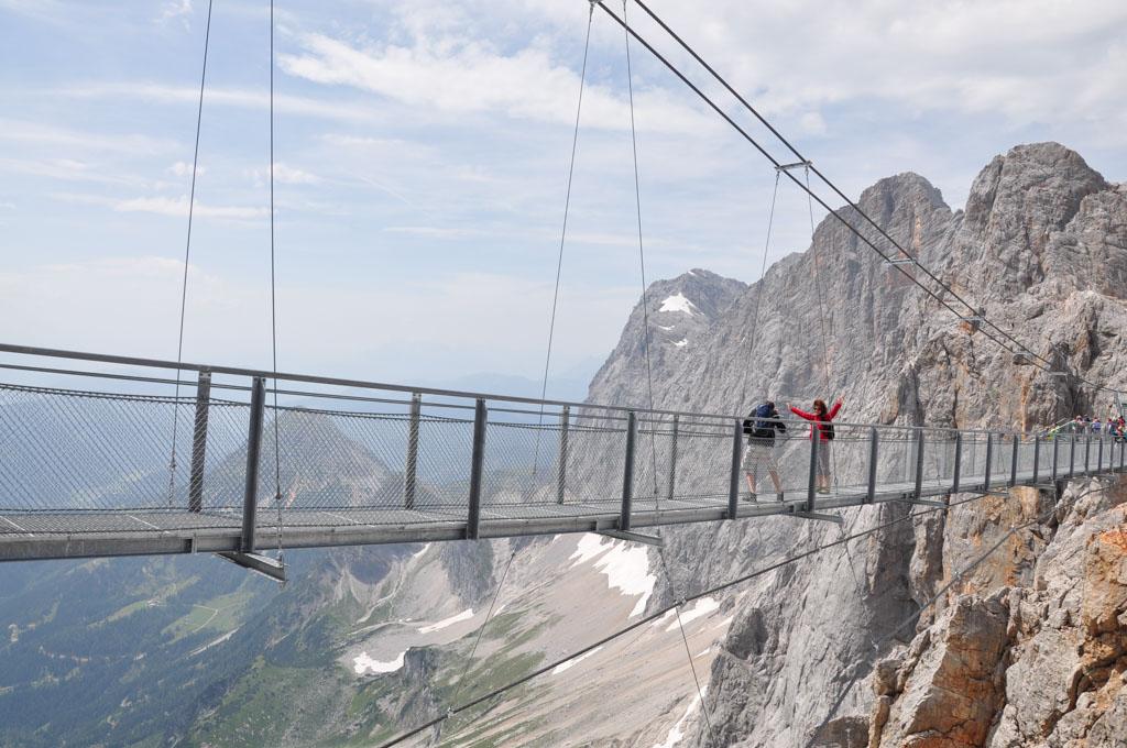 De hangbrug is niet voor mensen met hoogtevrees....
