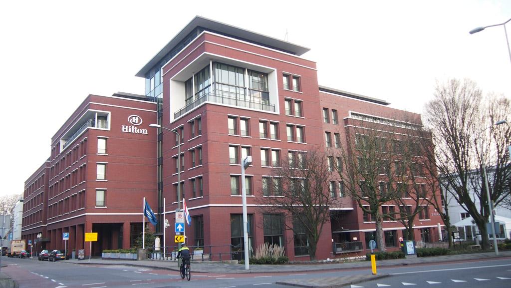 Het Hilton Hotel in Den Haag ligt aan de rand van het centrum.