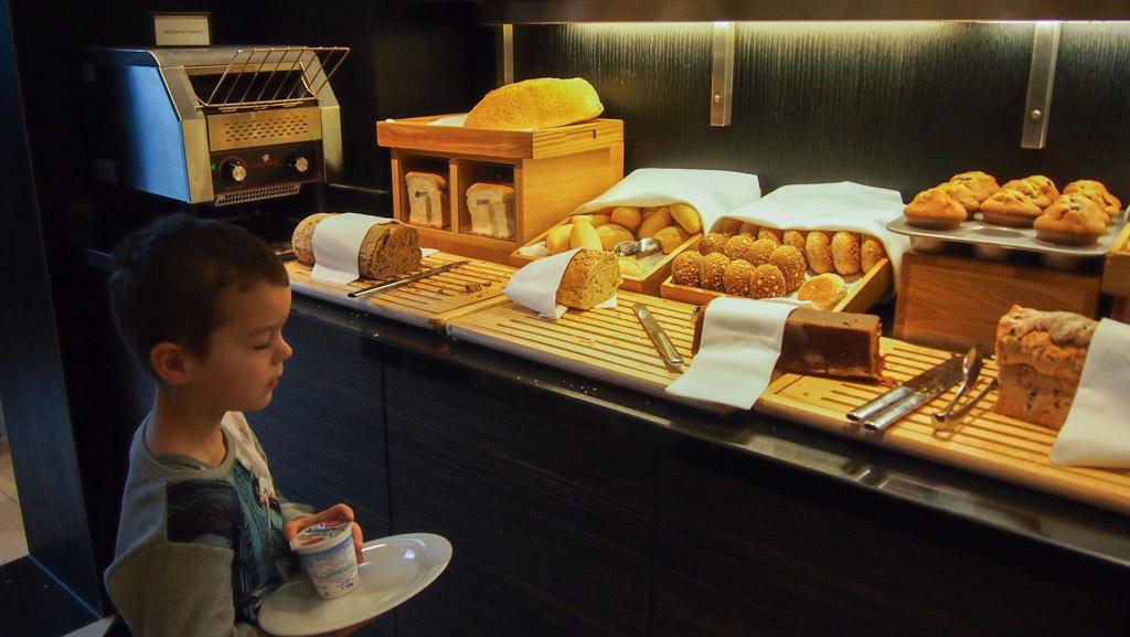 Lekkere broodjes uitkiezen.