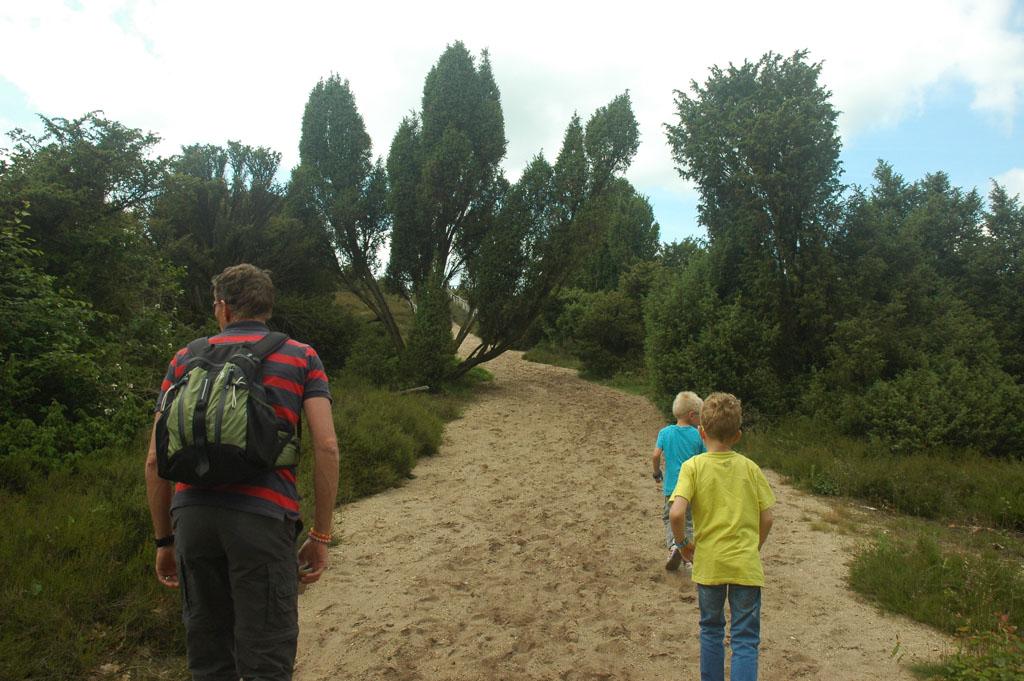 Wandelen rond de camping.
