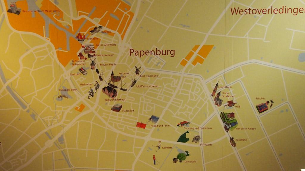 Kaartje van Papenburg met de Zeitspeicher, het centrum met de historische boten en ook de Meyer Werft is nog te zien.