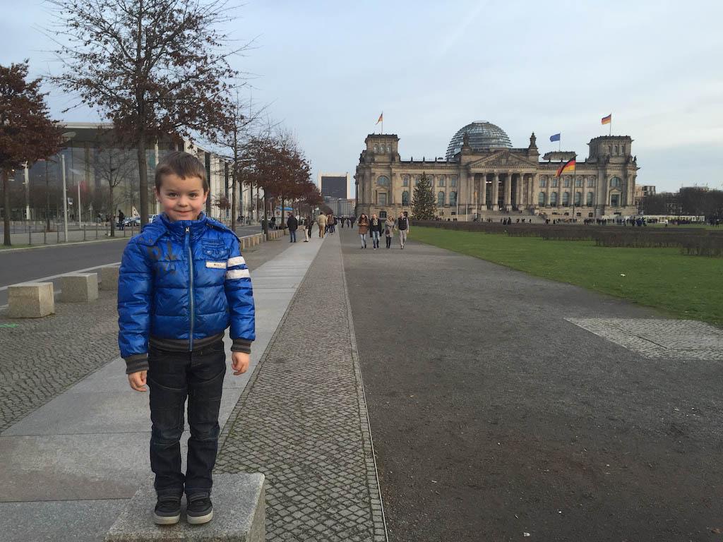 Een dag voor ons bezoek lopen we al even langs de Rijksdag.