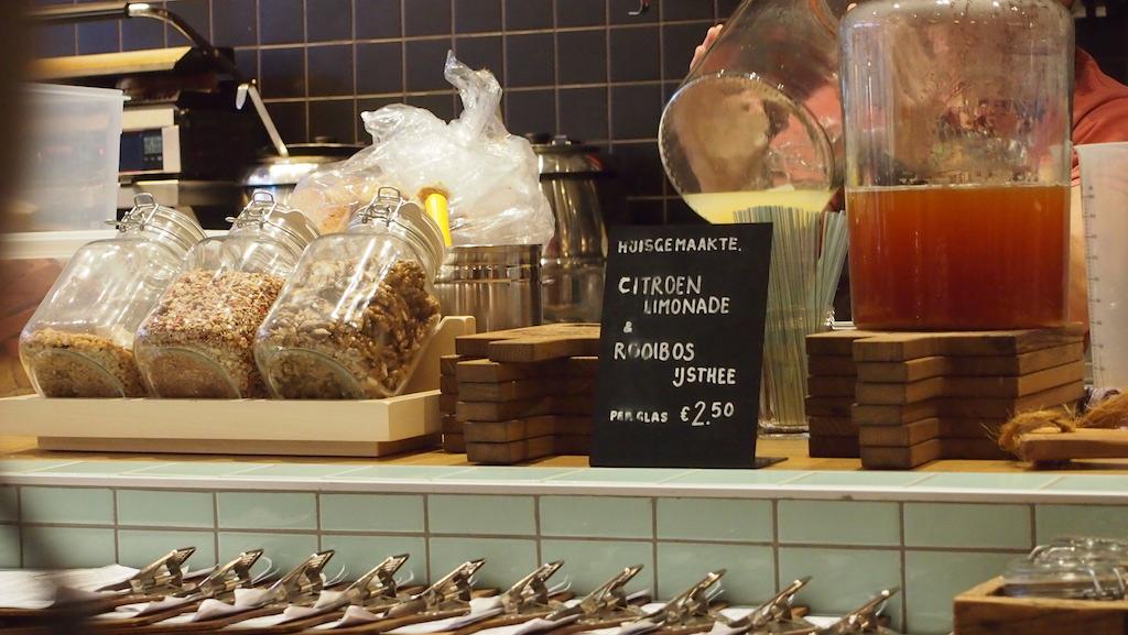 Er wordt meer dan alleen tosti's verkocht.