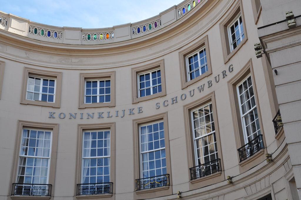 De premiere is in de Koninklijke Schouwburg in Den Haag.
