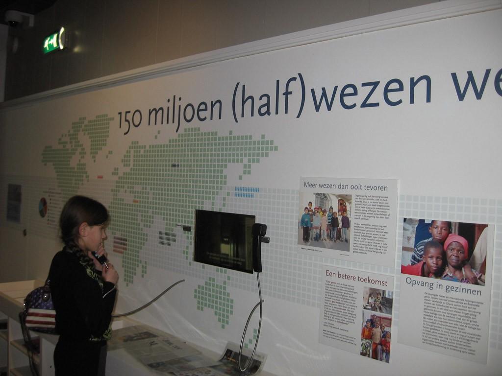 Op ontdekking in het Weeshuismuseum.