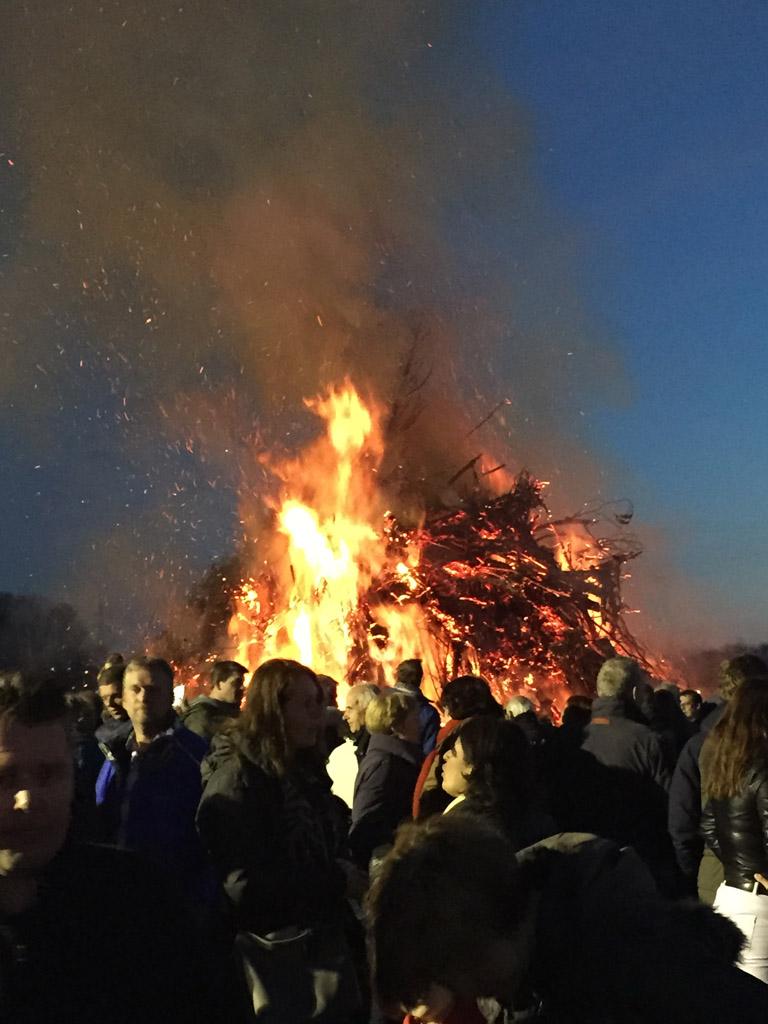 Het vuur is aangestoken.