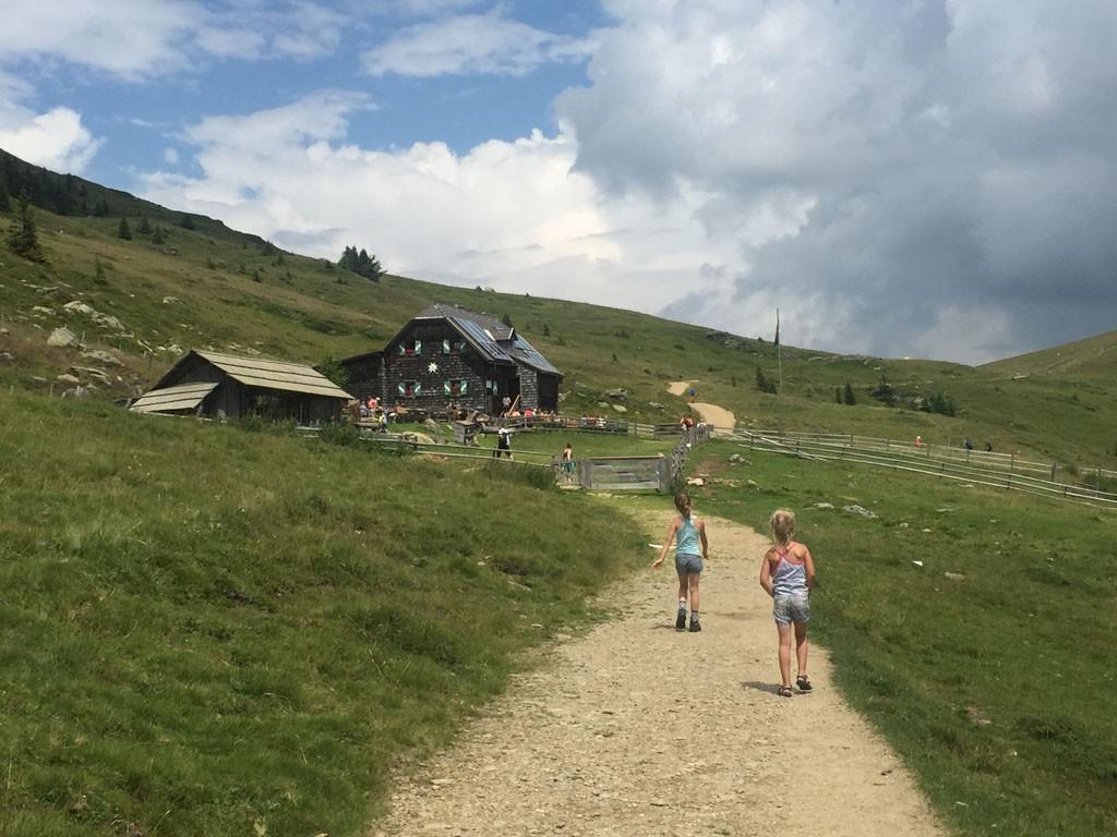 De hut is in zicht.