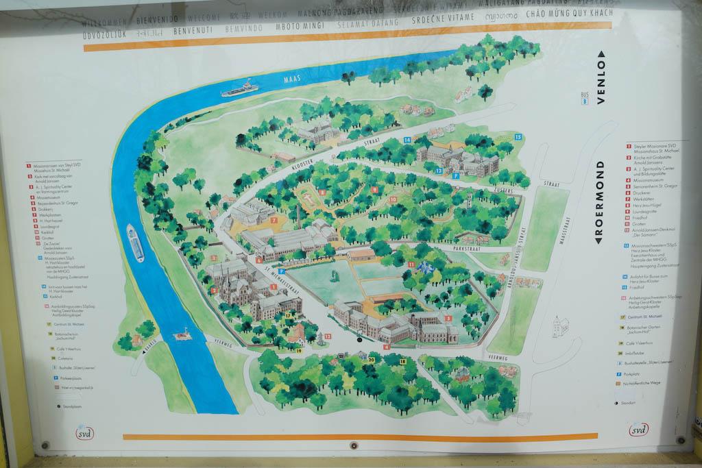 Op het plattegrond van Steyl zijn de kloosters te zien.