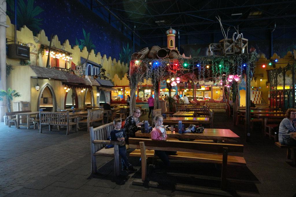 Terras van het restaurant in de voorste hal.