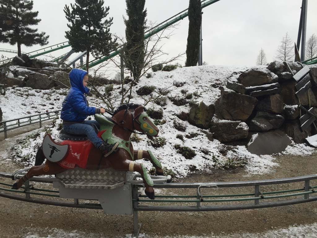Ook in de winter kan je een deel van de attracties buiten doen.