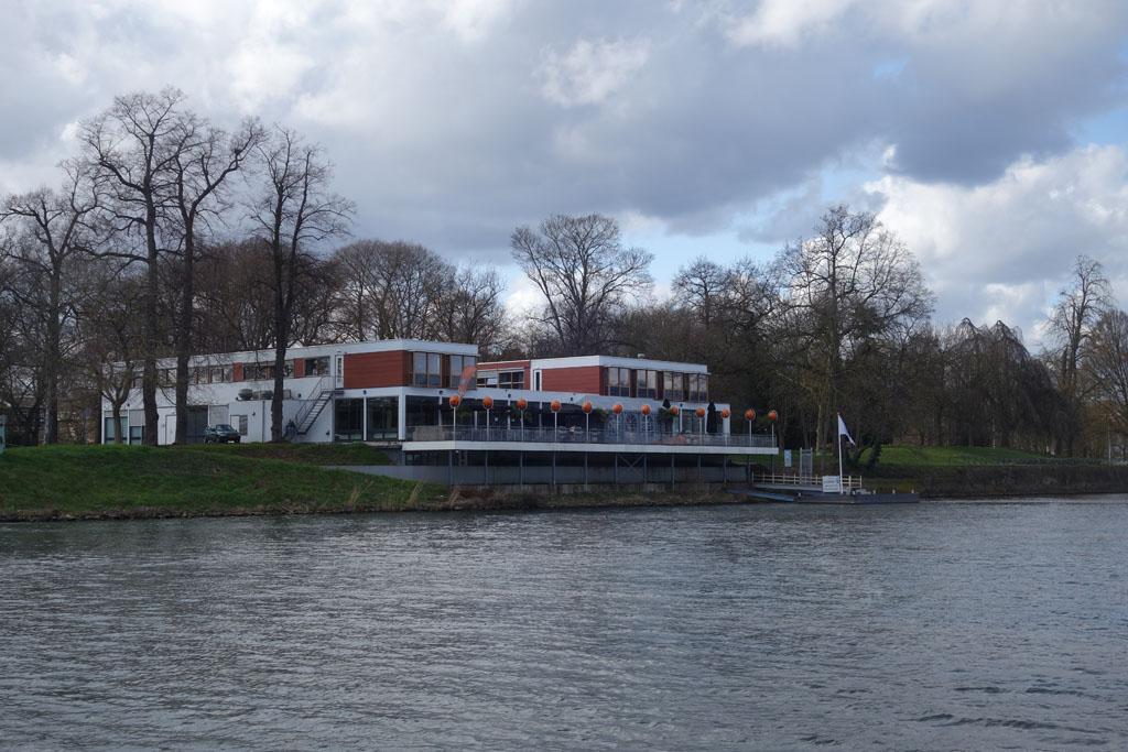 Stayokay Maastricht ligt direct aan de Maas.