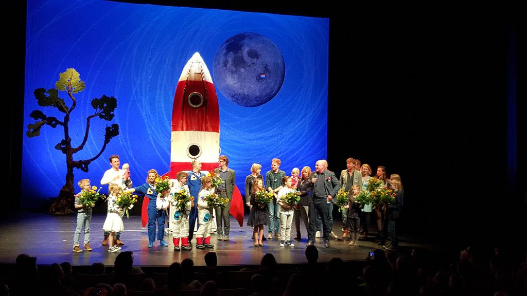 Wat een geweldige cast! Samen op de foto met Andre Kuipers en Claudia de Breij.