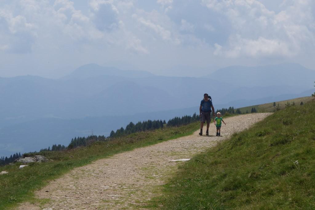 De paden zijn breed en makkelijk te volgen.