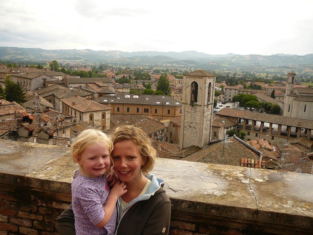 Uitzicht vanaf piazza Del Signoria in Gubbio.