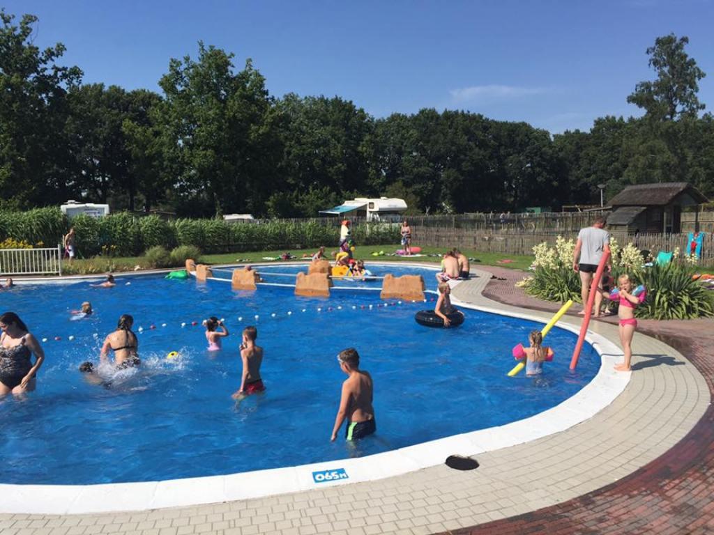 Het zwembad op de camping.