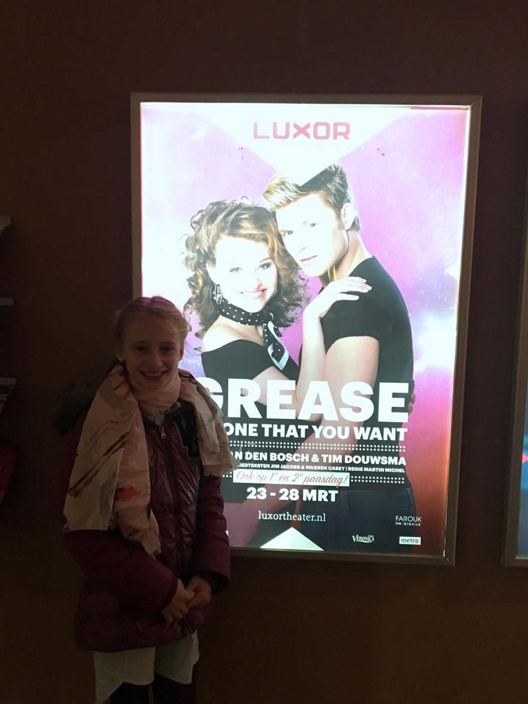 Emma is klaar voor de musical Grease.
