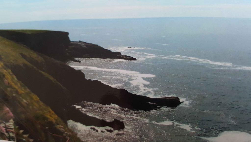 De prachtige Ierse kustlijn. Vroeger al mooi zonder de kids erbij.