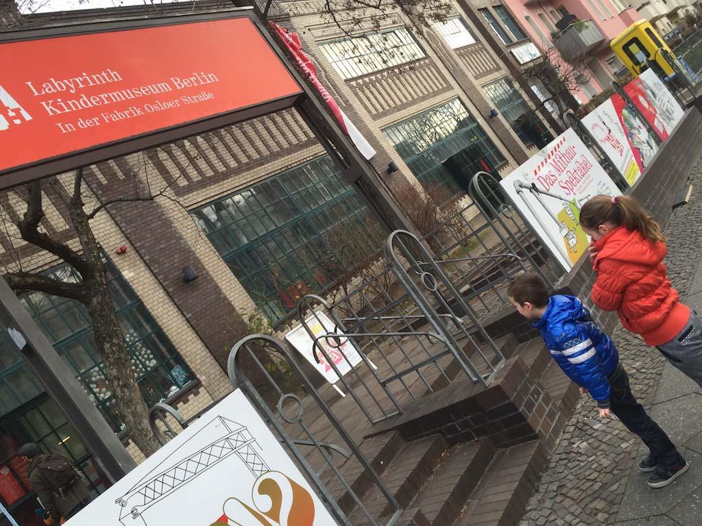 Het Labyrinth Kindermuseum zit in een oud fabriekspand.