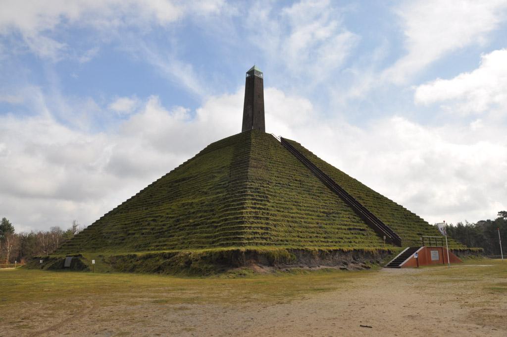Daar is de Pyramide.
