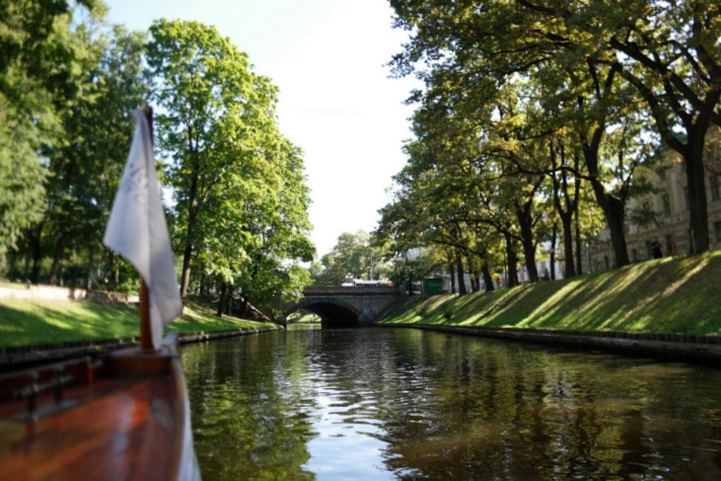Wat is Riga mooi vanaf het water.