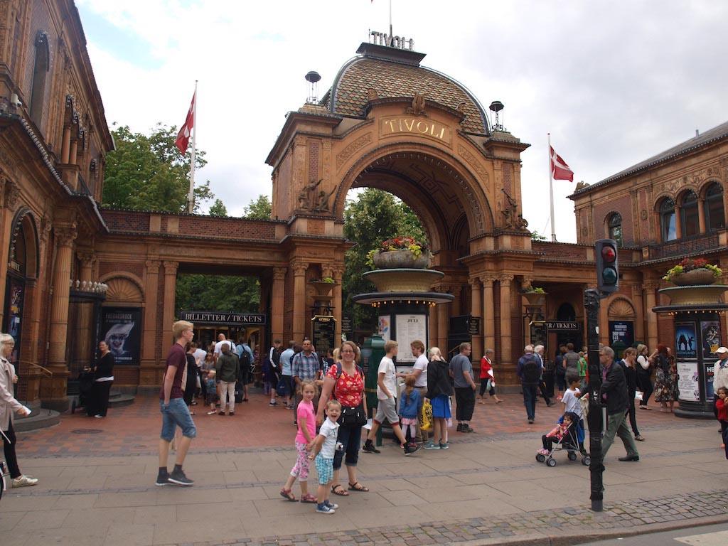 De entree van Tivoli in Kopenhagen.