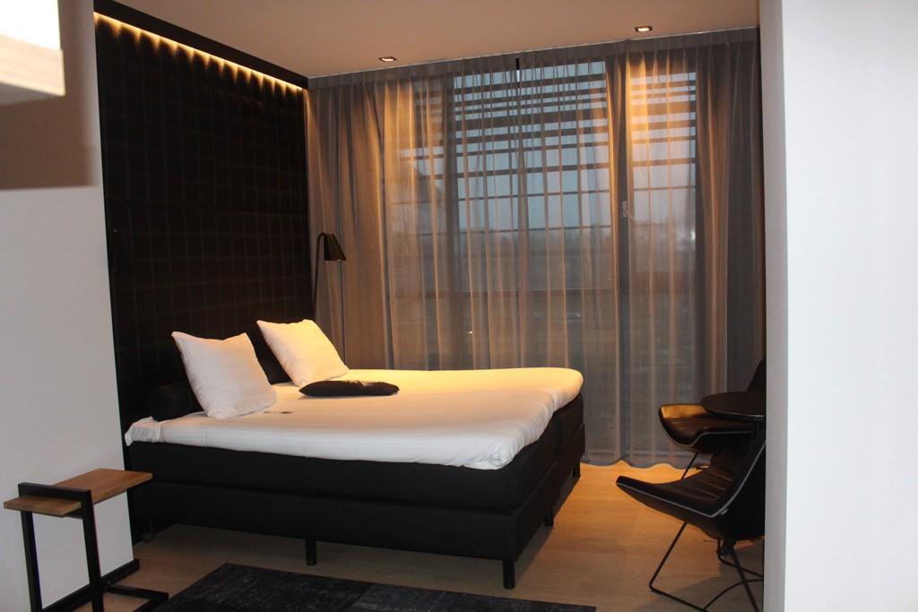 We slapen in 2 heerlijke kamers, die met een tussendeur aan elkaar verbonden zijn. Ideaal met kinderen!