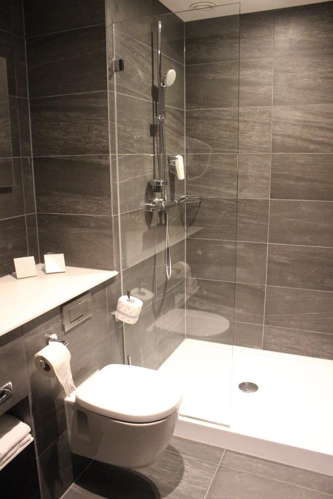 Twee badkamers, wat een luxe.