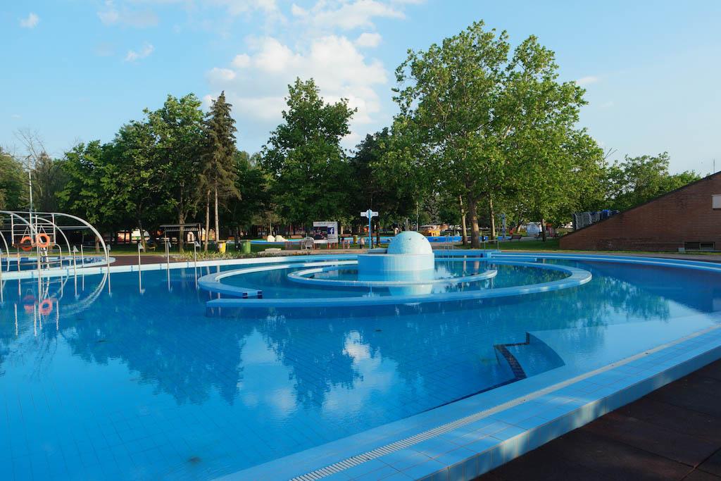 Voor iedereen is er wel een geschikt zwembad te vinden bij Aqua Palace.