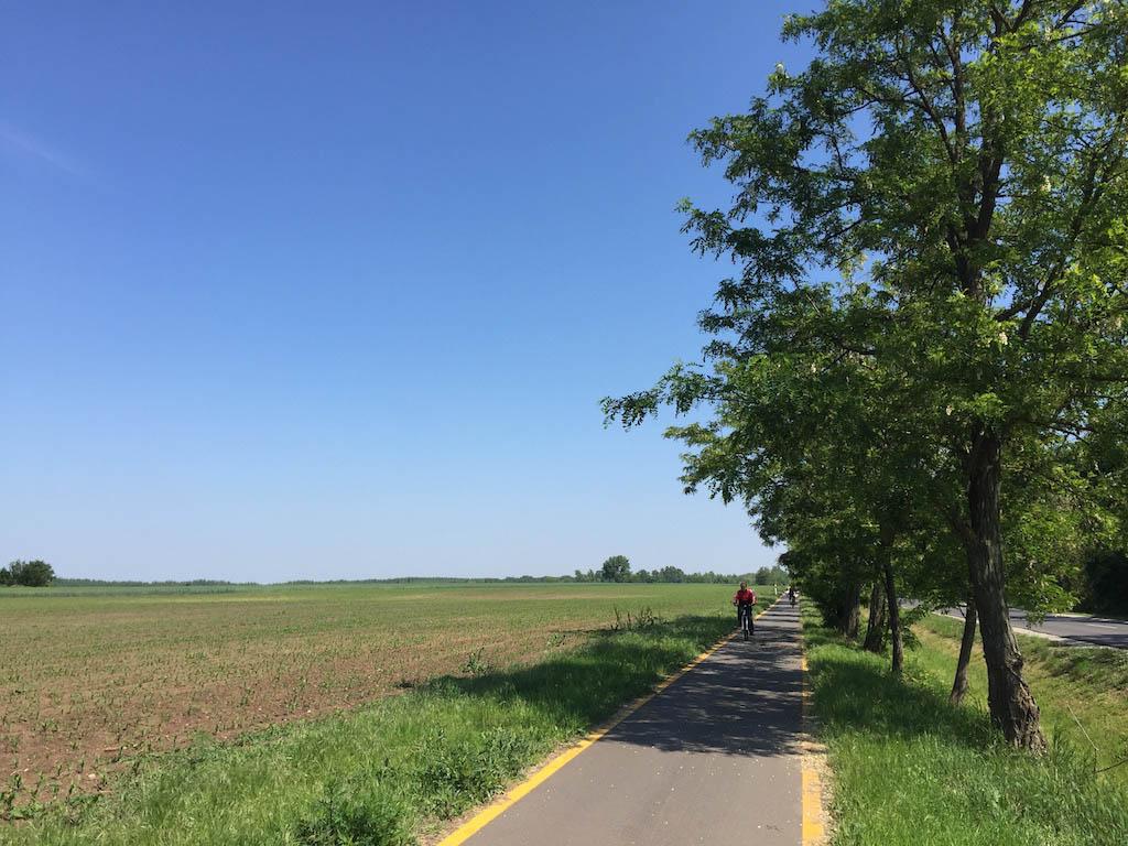 Het landschap is nog vlakker dan Nederland, dus makkelijk op de fiets te doen.