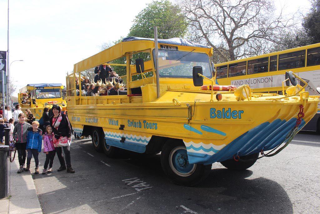 Dublin met kinderen in vogelvlucht zien? Wij gaan met Viking Splash Tours de bus, of is het een boot?